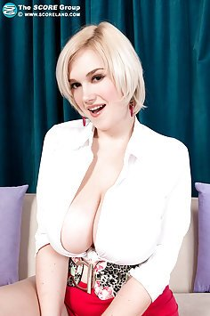 Siri Stunning Big Breasts