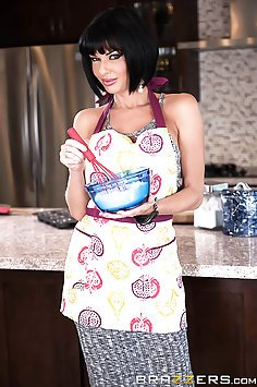 Veronica Avluv Loves Banana Nut Muffins and His Nut Juice