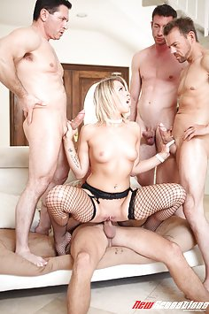Zoey Monroe - 4 Men And A Little Lady