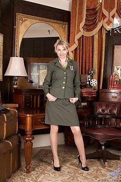 Military Mommy Roxy Jay Spreads