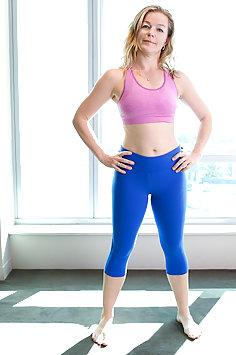 Shakira May Pussy Yoga