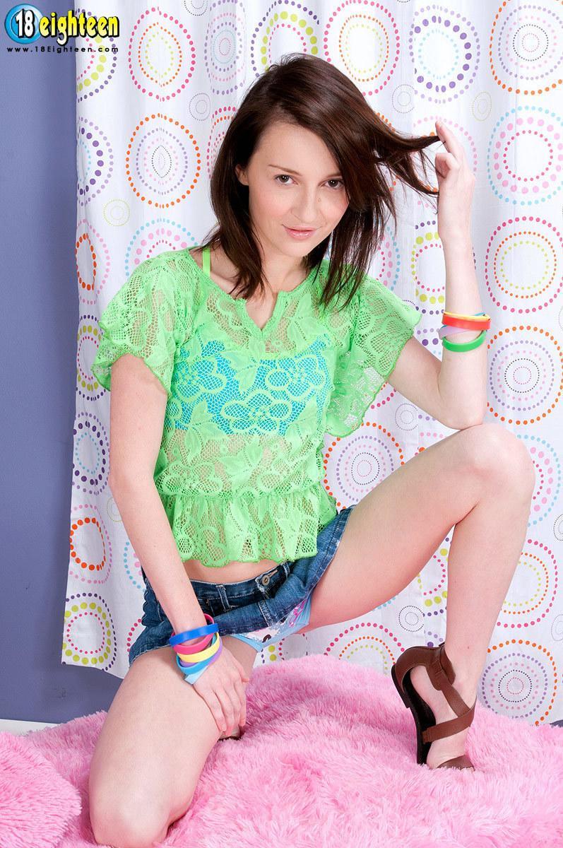 image Kira sinn gets a lesbian massage from india summer