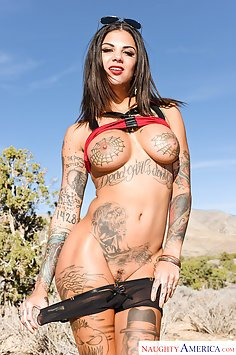 Hitchhiker Bonnie Rotten Gets Into His Pants