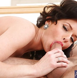 Horny Wet Pussy Cougar Veronica Avluv