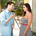 Ariella Ferrera Enjoys Playing With His Club - image