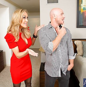 Busty MILF Brandi Love Sell House With Her Ass