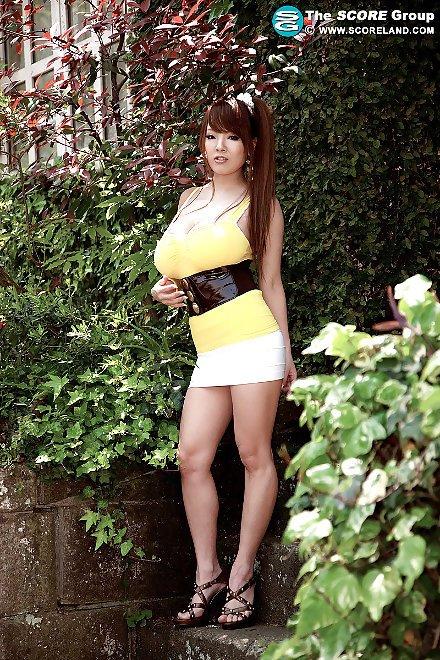 Hitomi Tanaka Sexy In Yellow at 18nh TGP