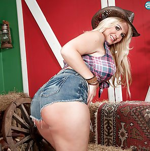 Big Ass Cowgirl Shows It All Off