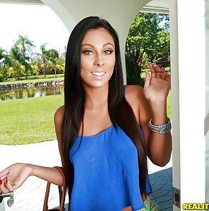 Gianna Nicole Gets a Cumfiesta Facial