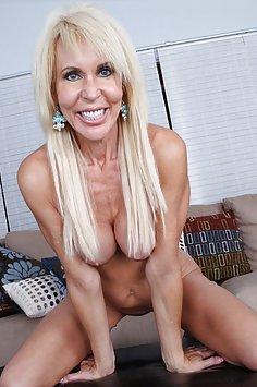 Hot MILF Erica Lauren Needs Cock Now