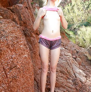 maddy rose gets off outdoors