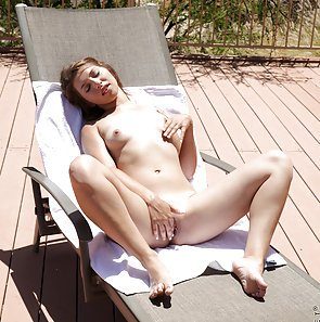 Ariana Grand Masturbation under the sun