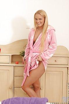 Vanda Lust Enjoys Her Bath Time