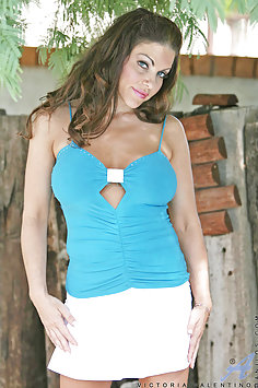 Hot Wife Victoria Valentina