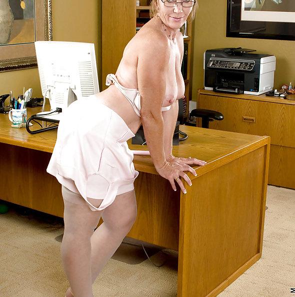 Sexy Secretary Needs to Cum
