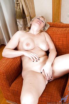 Horny Hot Wife