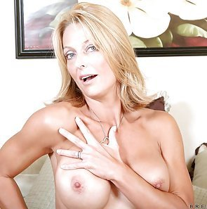 Brenda James Fingers Her Juicy Quim