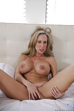 Brandi Love Pussy Play