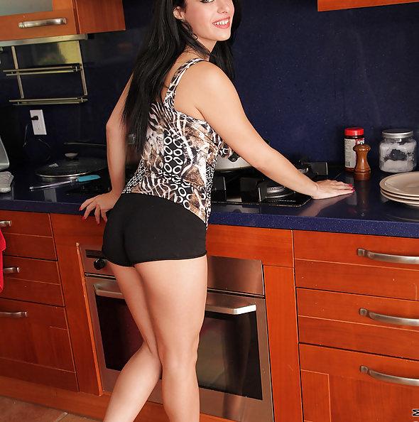 Angelica Raven Cumming in the Kitchen