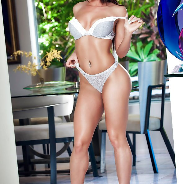 Sexy Rahyndee James Nudes