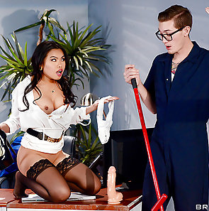 Cindy Starfall Hot and Nasty At Work