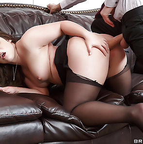 Lola Foxx Loves It In The Butt