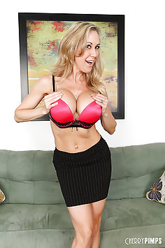 Super Busty MILF Brandi Love Masturbating
