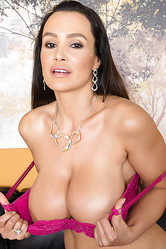 pretty MILF Lisa Ann