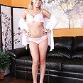 Blonde Beauty Zoey Monroe - image