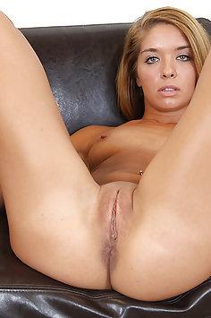 Tanned Beauty Averi Brooks