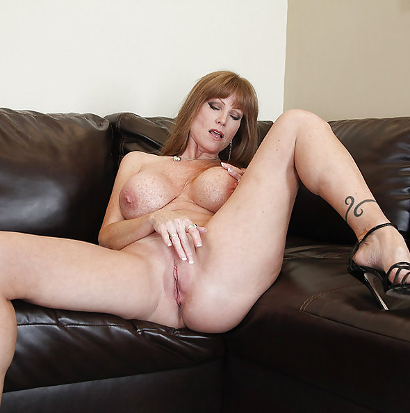 Darla Crane Rubs One Out On Her Webcam