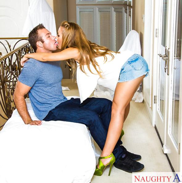 Nicole Aniston Seduces Her Neighbor