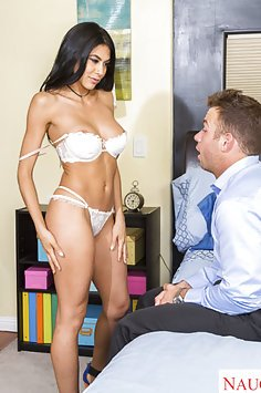 Heather Vahn Seduces New Neighbor