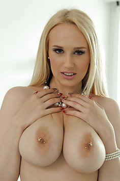 Angel Wicky Titty Fuck